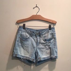 Juniors SO Shortie Lt Denim Stretch Shorts, Size 1